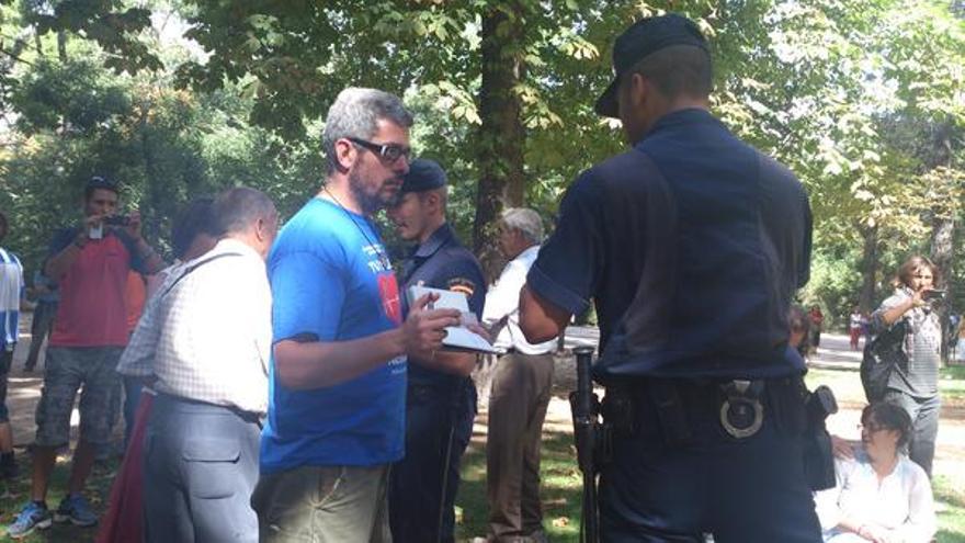 Identificación policial en el Parque del Retiro (vía @Coordinadora25s)