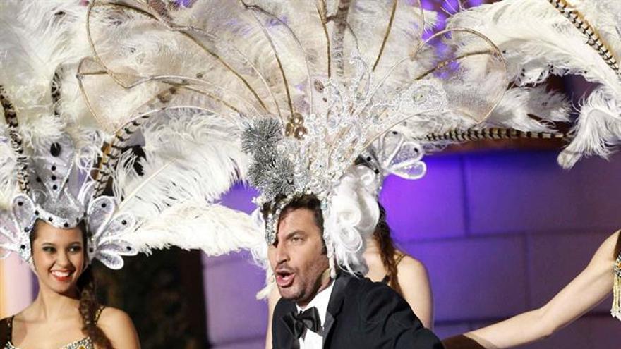 El presentador Arturo Valls durante la gala Drag Queen. (Efe/Elvira Urquijo A.).