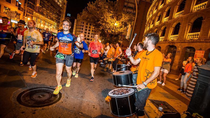 Varios corredores en la pasada edición de la 15K Nocturna