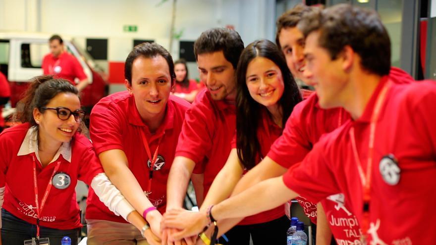 Un grupo de jóvenes participan en una de las finales de Jumping Talent. / Foto: Universia/Trabajando.com