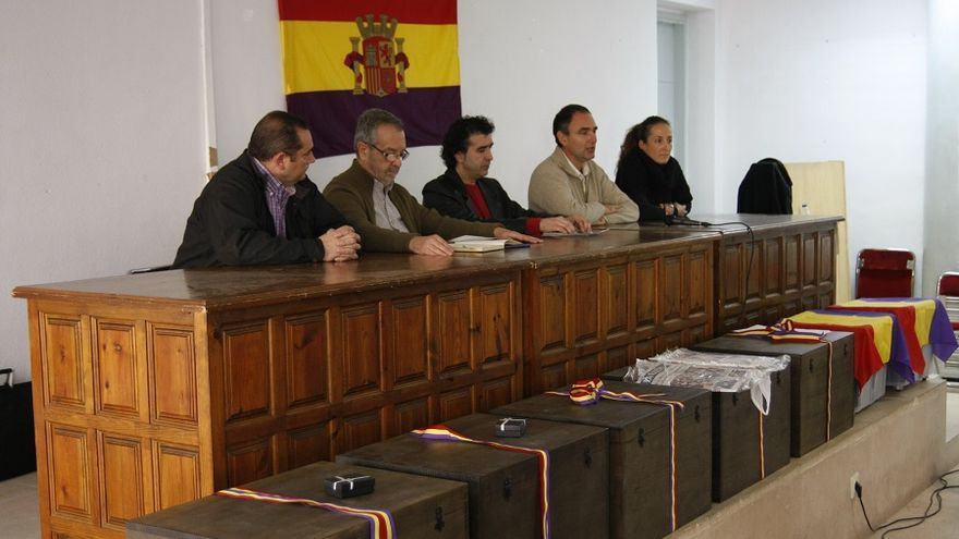 Día en el que los restos de 17 represaliados recibieron sepultura en Alcaraz.