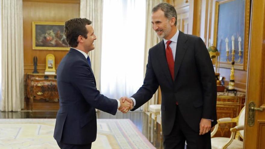 Casado expone al rey en la Zarzuela la posición del PP ante una investidura