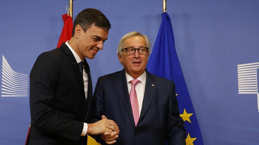 """Juncker comparte la urgencia de Sánchez pero avisa de que los recursos para gestionar la migración son """"limitados"""""""
