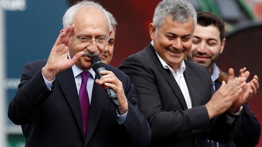 La oposición socialdemócrata de Turquía pedirá hoy anular el referéndum