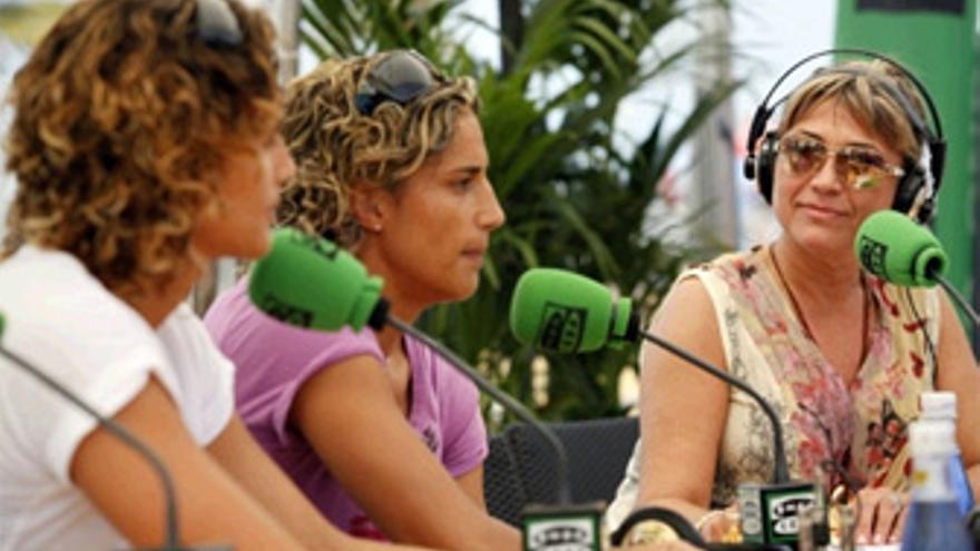 Julia Otero con las hermanas Ruano. (ACFI PRESS)