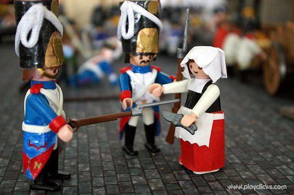 Detención de Manuela Malasaña por portar unas tijeras   Foto: playclicks.com