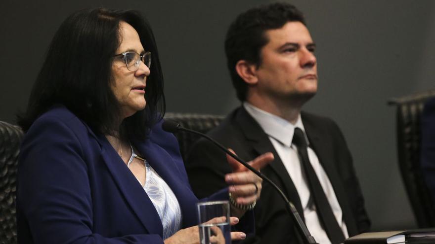 La ministra de la Mujer, Familia y Derechos Humanos, Damares Alves, junto al ministro de Justicia, Sergio Moro, durante el sexto congreso de Anajure
