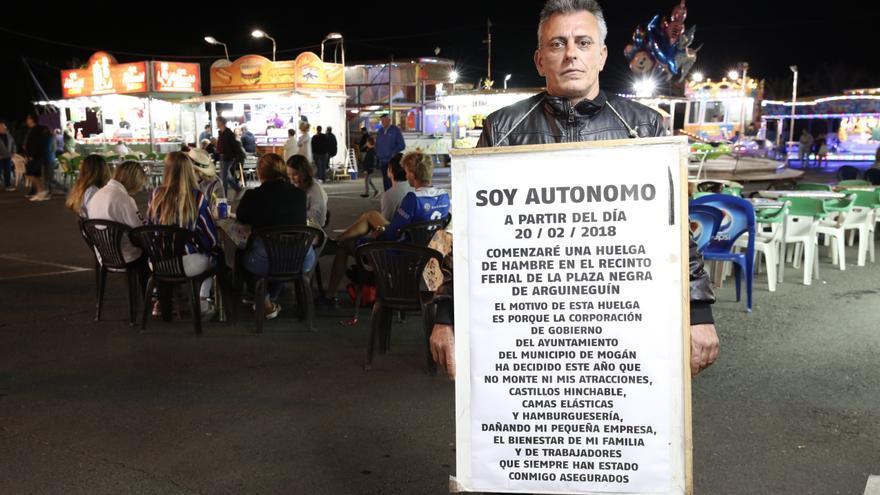 Cristóbal Cabrera en la plaza Negra de Arguineguín