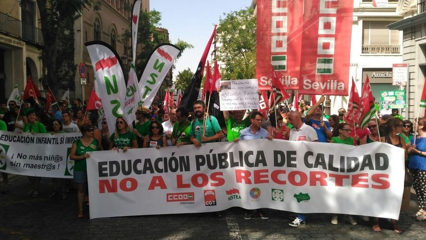 Cifran en miles los asistentes en Sevilla a la manifestación contra los recortes en la educación