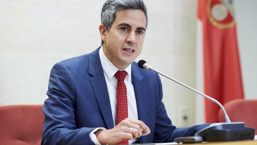 El vicepresidente de Cantabria, Pablo Zuloaga (PSOE), en el Parlamento. | JUANMA SERRANO