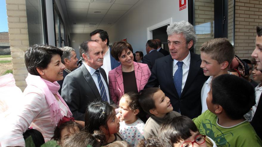 Pedro Pérez Pérez, con corbata a rayas, alcalde del PP de Cervera de los Montes