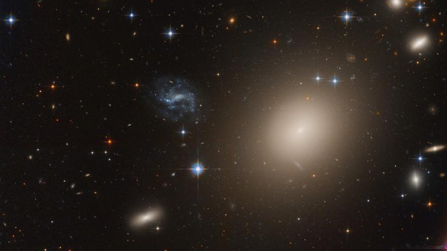 Galaxias Lejos.  Crédito de imagen y derechos de autor: Datos: Hubble Legacy Archive. Procesamiento: Domingo Pestana.