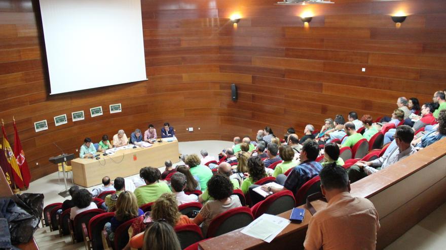 Salón de Actos del edificio Moneo durante la mesa redonda sobre las condiciones laborales y sociales del profesorado