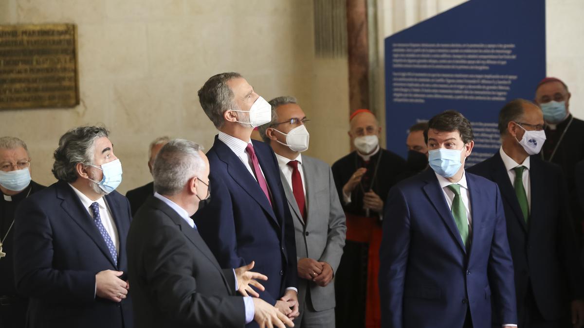 El Rey Felipe VI junto al ministro de Cultura y autoridades de Castilla y León