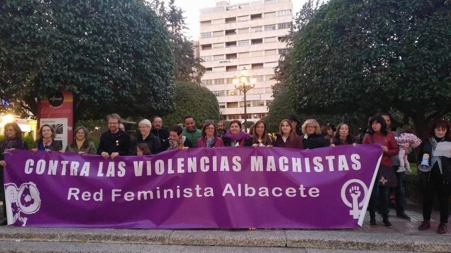 Una de las concentraciones que todos los 25 de cada mes realiza la Red Feminista de Albacete.