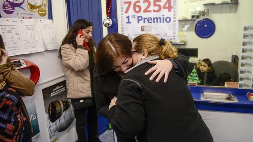"""El Niño reparte en Monforte 120 millones del 76.254, un número """"muy deseado"""""""