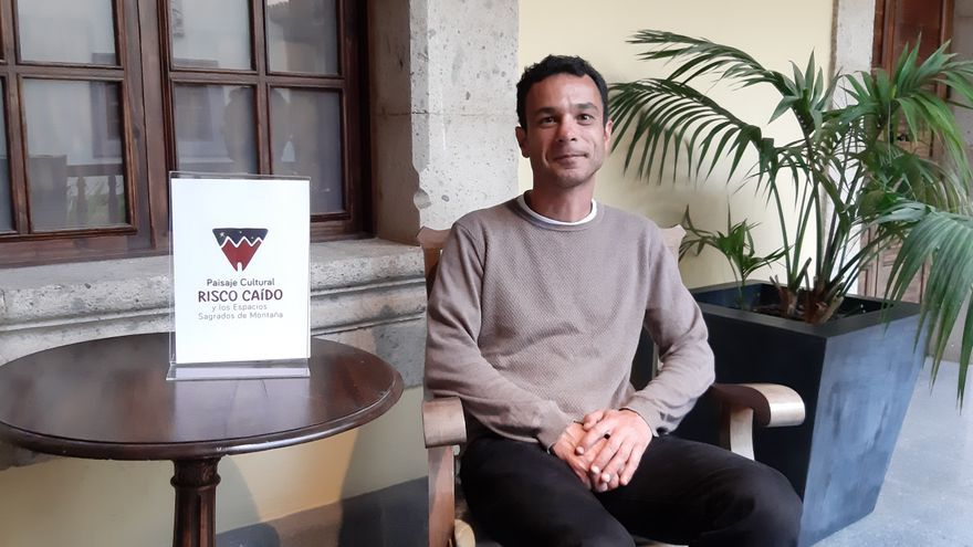 Jacob Morales, autor del libro
