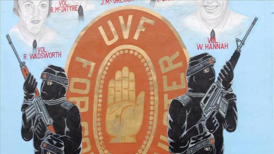Los partidos acuerdan combatir a paramilitares y compartir política económica