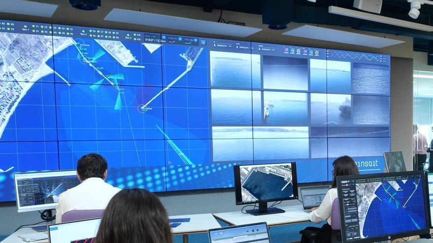 Sala de control con tecnología de Minsait.