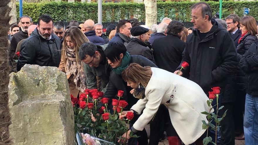 Parlamentarias de EH Bildu participan en el homenaje a Fernando Buesa
