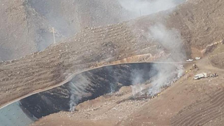 Incendio en el Complejo Medioambiental de El Revolcadero