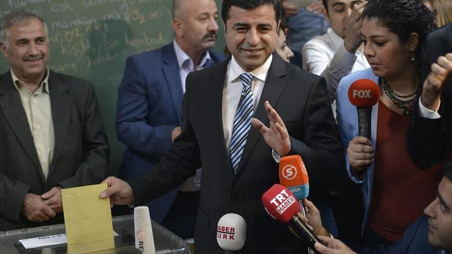 El líder de la oposición turca prokurda critica en Moscú el derribo del avión ruso