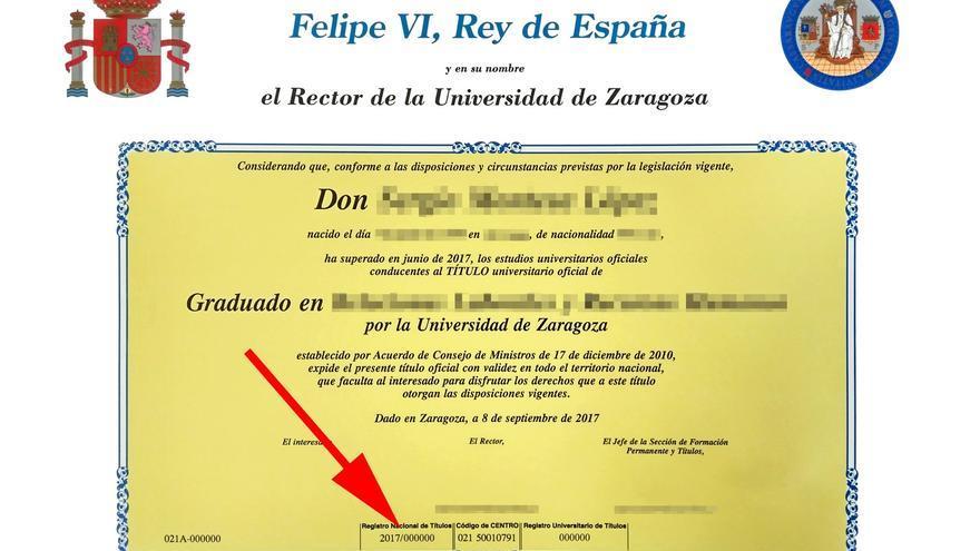 El código del Registro Nacional de Títulos se encuentra en el anverso del título