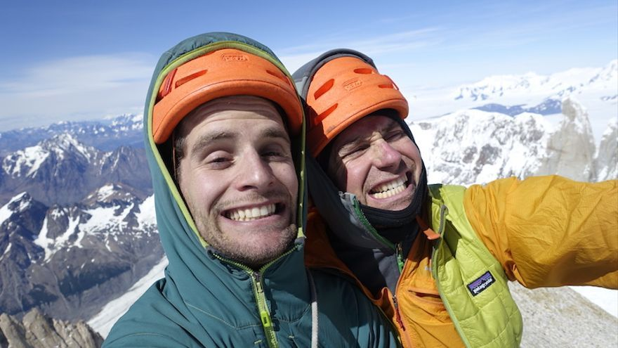 Colin Haley y Andy Wyatt en la cima del Fitz Roy (© Andy Wyatt).