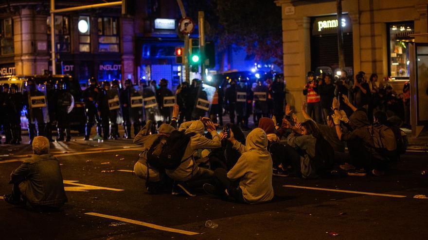 Los disturbios del sábado en Barcelona acabaron con 7 detenidos y 44 heridos, 25 de ellos mossos