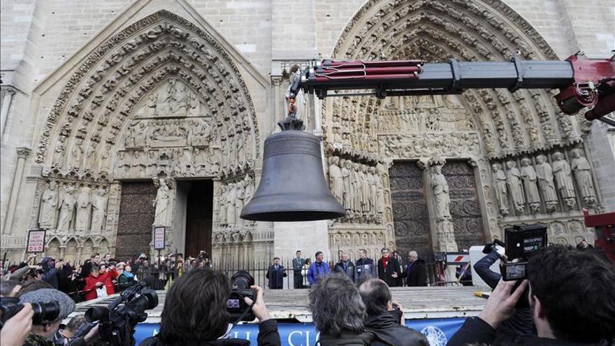 La catedral de Notre-Dame de París recibe sus nueve campanas nuevas
