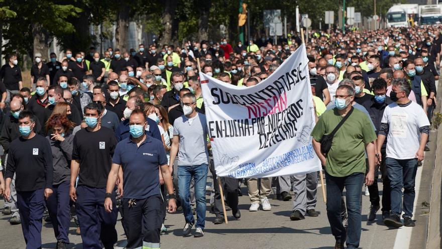Trabajadores de Nissan protestan al cumplirse un año del anuncio de cierre