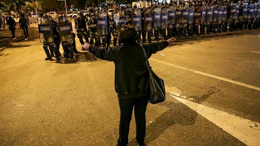 Macedonia disuelve el Parlamento en medio de una ola de protestas