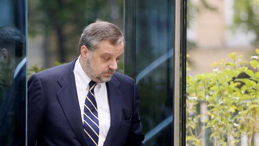 El exembajador Gustavo Arístegui a su salida de la Audiencia Nacional donde fue citado a declarar
