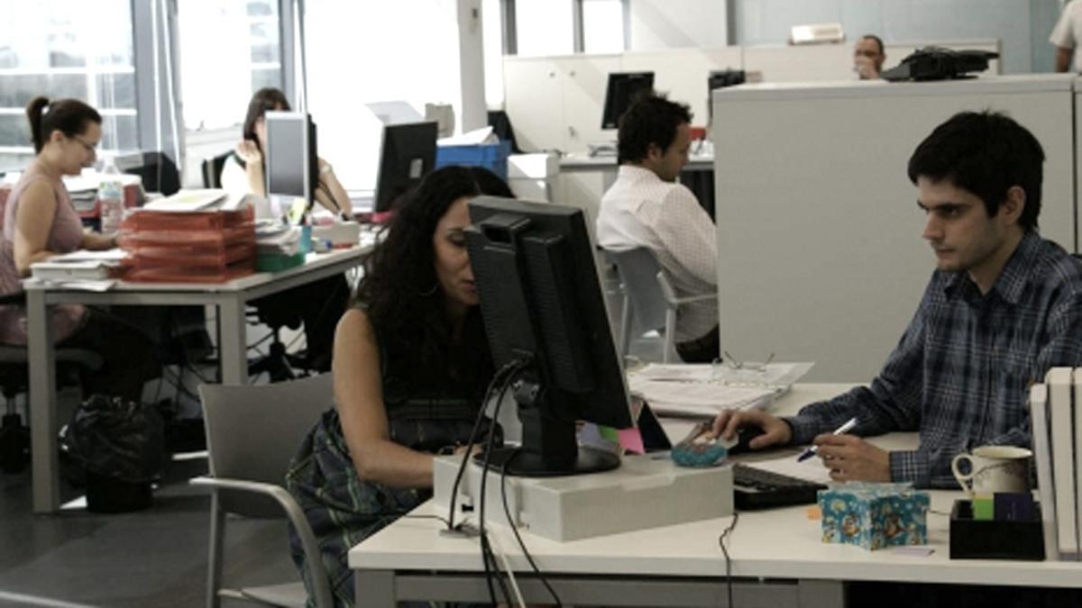 Los empleados estatales volverían a la presencialidad en las próximas semanas