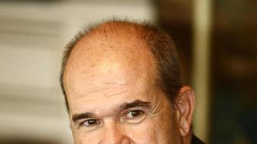 """Chaves dice que la economía española creará puestos de trabajo """"a partir del segundo semestre de 2010"""""""