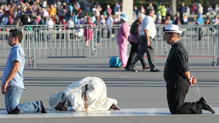 Millares de fieles culminan la peregrinación internacional a Fátima