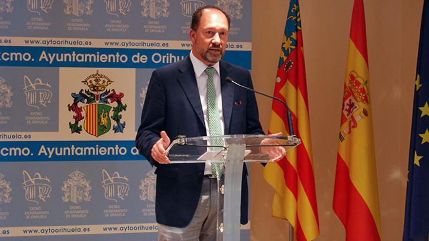 Emilio Bascuñana, alcalde de Orihuela desde 2015 y expresidente de Cruz Roja en Alicante.