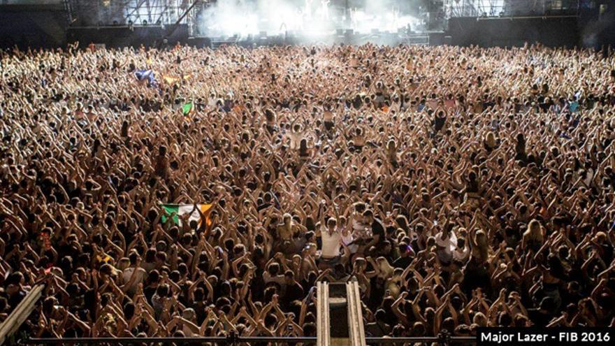 El público del fib durante el concierto de Major Lazer en 2016