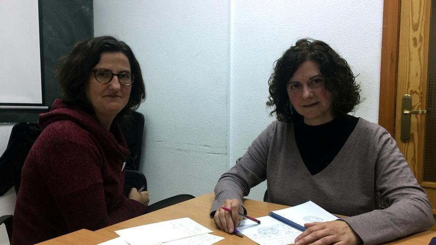 Gema Síscar, coportavoz de la campaña CIEs No en Valencia, y Ana Pérez, presidenta de Médicos del Mundo en Valencia
