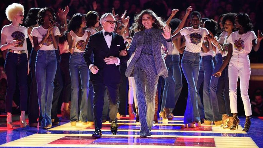 Tommy Hilfiger se estrena con Zendaya y Grace Jones en la pasarela de París