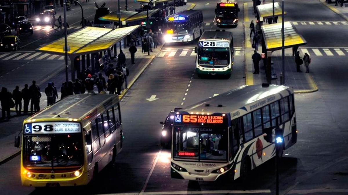 El precio del boleto de colectivos se mantiene congelado en Buenos Aires, pero sube en otras ciudades del país