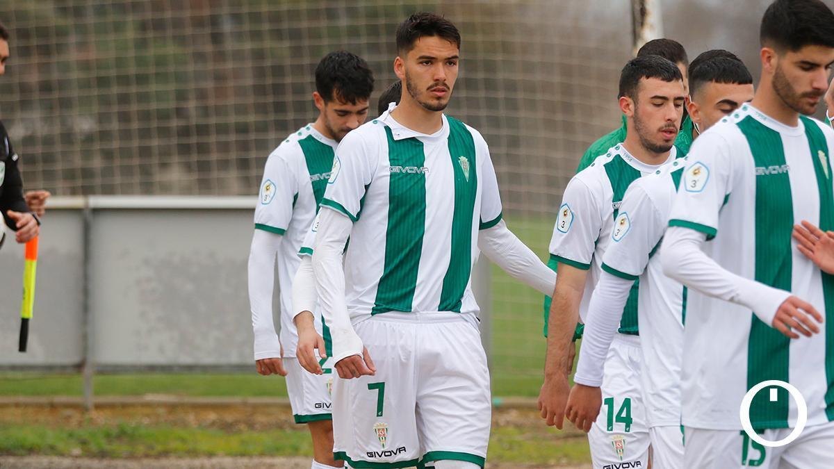 Diego Domínguez, con el dorsal 7, en un partido del Córdoba B.