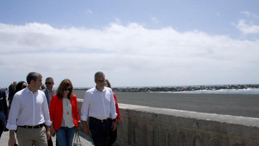Visita de Fernando Clavijo a la Avenida Marítima.