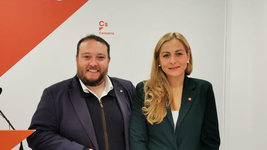 Rubén Gómez y Marta García, representantes de Ciudadanos Cantabria.