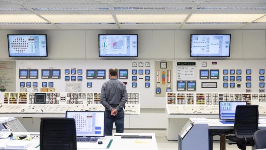 Suiza cierra su primera central nuclear y avanza hacia el fin de esa energía