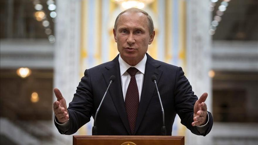 Putin y Poroshenko abordan por teléfono posibles vías para un alto el fuego en Ucrania