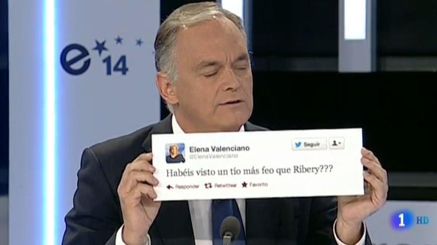 González Pons enseña el tuit enmarcado de Valenciano sobre Ribery.