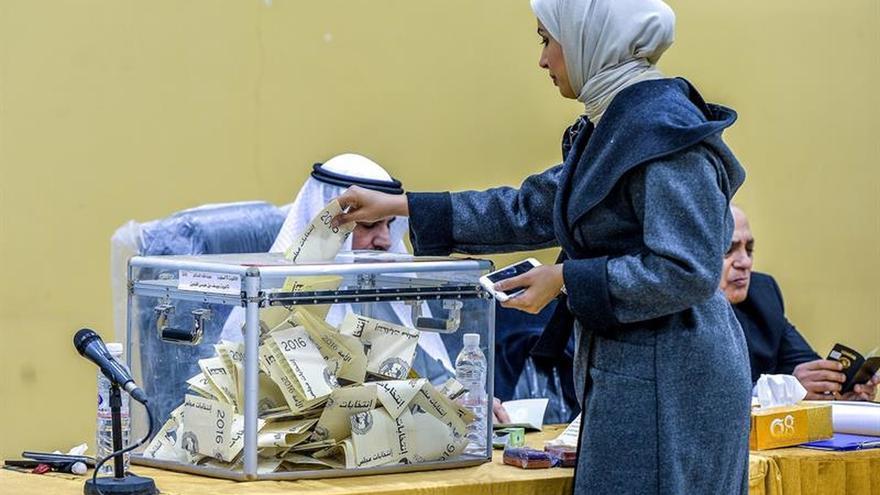 Yáber Mubarak al Sabah repite como primer ministro de Kuwait tras elecciones