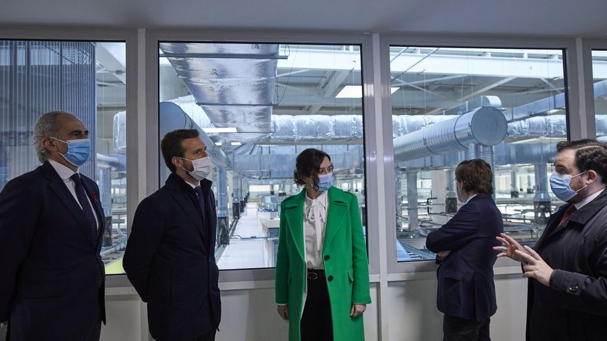 El presidente del PP, Pablo Casado; la presidenta de la Comunidad de Madrid, Isabel Díaz Ayuso; y el alcalde de Madrid, José Luis Martínez Almeida, en la inauguración del Hospital Isabel Zendal. En Madrid, a 1 de diciembre de 2020.