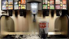 Por qué la OMS quiere poner un impuesto especial a los refrescos